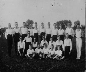1930, een groep turners op het veld