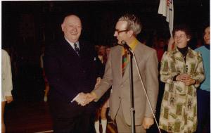 1975, dhr. G. Dekker is 20 jaar beschermheer van G.V. Olympia